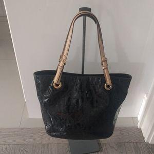 Beautiful shoulder bag by Michael Kors 🌸🌼